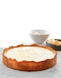 Coconut cream pie for 8 people - Elle à Table Recipes - Recipe Coconut cream pie: Preheat the oven to 180 ° C. For the pie shell: Process the almond flour - No Cook Desserts, Vegan Desserts, Delicious Desserts, Dessert Recipes, Yummy Food, Coconut Recipes, Paleo Recipes, Sweet Recipes, Vegan Art