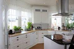 maalaisromanttinen keittiö - Google-haku Kitchen Dining, Kitchen Cabinets, Dining Room, Haku, Google, Kitchens, Heaven, Home Decor, Homes