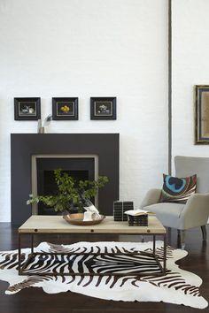 Mur salon, peinture couleur gris Shallows (223), cheminée peinte Couleur Chocolat (124). Little Greene