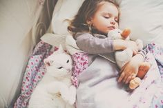 Image via We Heart It https://weheartit.com/entry/108278731/via/32672530 #animal #baby #cat #cute #girl #sleep #white #sweetheart