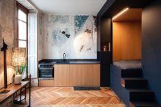 Paryż słynie nie tylko z pięknych mieszkań w starych kamienicach z wysokimi sufitami, ale także z astronomicznych cen nieruchomości. Każdy metr jest, niemal dosłownie, na wagę złota. Zapraszamy do niewielkiego mieszkania, w którym większość rzeczy ukryto w dużym kubiku.