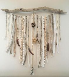 50 Best Creative DIY Wall Decor Ideas For Beautiful Home Decor 035 - boho decor diy Yarn Wall Art, Yarn Wall Hanging, Diy Wall Art, Diy Art, Macrame Wall Hangings, Stick Wall Art, Handmade Wall Hanging, Wall Tapestries, Diy Wanddekorationen