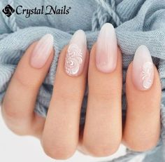 The advantage of the gel is that it allows you to enjoy your French manicure for a long time. There are four different ways to make a French manicure on gel nails. Simple Wedding Nails, Wedding Nails For Bride, Bride Nails, Wedding Manicure, Sparkle Wedding, Wedding Nails Art, Maroon Wedding, Oval Nails, Pink Nails