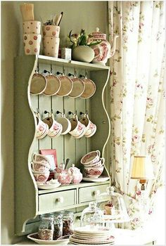20 Shabby Chic Kitchen decor ideas for 2019 - Hike n Dip Planing to remodel your kitchen? Here is the best DIY DIY Shabby Chic Kitchen decor ideas for These Kitchen decor ideas are cute, soft and awesome. Casas Shabby Chic, Shabby Chic Mode, Shabby Chic Cottage, Shabby Chic Style, Cottage Style, Shabby Bedroom, Romantic Cottage, Cottage Design, Shabby Chic Kitchen Decor