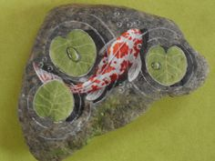 Koi painted rock Pebble Painting, Tole Painting, Pebble Art, Stone Crafts, Rock Crafts, Arts And Crafts, Rock Painting Patterns, Rock Painting Designs, Painted Shells