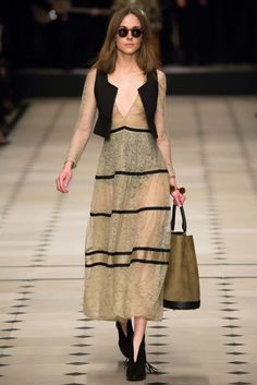 Burberry Prorsum Fall 2015 Ready-to-Wear Fashion Show - Amber Anderson�