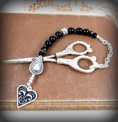Handmade beaded black blood red rhinestone Gothic scissors fob silver black heart obsidian free scissors mothers day sewing tagt team rdtt