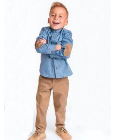 80b7839a1dd167 Conjunto de niño compuesto por camisa y pantalón largo. Camisa azul con cuello  mao y