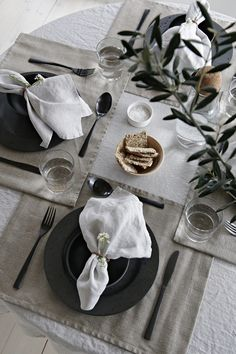 ANNONSE HIMLA – NEW NORDIC WEBSHOP Himla has just launched their new web shop, and I have had the pleasure to pick out some of my favorites to showcase a The post Spring table setting with Himla – Win Rustic Thanksgiving, Thanksgiving Table Settings, Christmas Table Settings, Holiday Tables, Christmas Tables, Christmas Decorations, Table Setting Inspiration, Design Inspiration, Fall Table