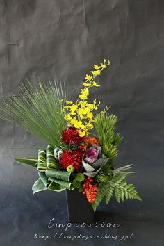 beautiful flowers at isleworth Tropical Floral Arrangements, Christmas Flower Arrangements, Creative Flower Arrangements, Artificial Floral Arrangements, Ikebana Flower Arrangement, Beautiful Flower Arrangements, Floral Centerpieces, Beautiful Flowers, Tall Centerpiece