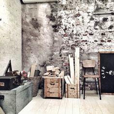 yupinokoさんの、棚,アトリエ作り始めました,DANIEL HECHTER,NYスタイル,輸入壁紙,rasch,アトリエ,ブログ更新しました♡,セルフリノベーション,男前,インダストリアル,DIY,のお部屋写真