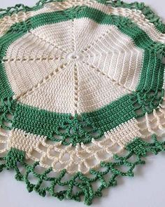 Picture of Vintage Christmas Doilies Crochet Pattern