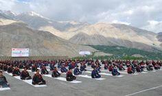 #InternationalDayofYoga   Yoga Day celebration by #IndianArmy at #Kargil