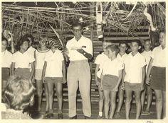 ציון כהן עם ילדים בחג סוכות 1966