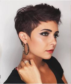 --Video Pin-- Fall And Renewal: Seven (Lucky) Short Hairstyles To Get Rid Of Bad Energy. How To Get Rid Of Bad Energy By Cutting Your Hair. From Pixie haircut to bob and layered short haircuts, shirt hair relaxed and chic ideas to renew yourself. Short Pixie Haircuts, Short Hairstyles For Women, Short Hair Cuts, Haircut Short, Curly Short, Pixie Haircut Round Face, Tapered Haircut For Women, Messy Pixie Haircut, Pixie Haircut Styles