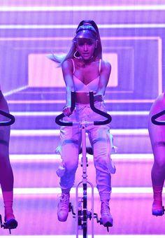 Ariana Grande // 2016 VMAs