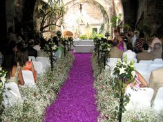 PURPLE- Baby's breath & purple rose petals aisle ~ these people are cuckoo Crystal Wedding, Rose Wedding, Purple Wedding, Wedding Flowers, Rose Petal Aisle, Rose Petals, Diy Wedding Decorations, Flower Decorations, Asile
