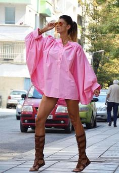 Wide Pink shirt with deep sleeves. COMFORTABLE, SOFT and VERY PRACTICAL model, which can be combined with all kinds of clothing: trousers, jeans, shirts, low shoes,official shoe! This would be TURN AROUND garment wherever you go! Buy your clothing for walking, party, movies and others...