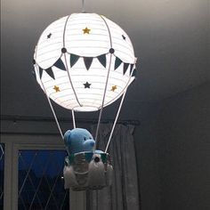 Winnie the Pooh Hot Air Balloon Nursery Light shade - Ceren Bostancı - Welcome to the World of Decor! 16 Balloons, Balloon Lights, Hot Air Balloon, Safari Theme Nursery, Nursery Room Decor, Tatty Teddy, Deco Ballon, Baby Shower Deco, Winnie The Pooh