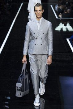 Male Fashion Trends: Emporio Armani Spring-Summer 2019 Runway Show Emporio Armani, Giorgio Armani, Male Fashion Trends, Fashion Week, Mens Fashion, Milan, Armani Suits, Fashion Show Collection, Vogue Paris