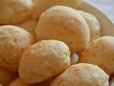 This bread is known as Pão de Queijo in Brazil, its magic lies in the dough and has incorporated Manchego and Parmesan cheese. Bread Recipes, Snack Recipes, Cooking Recipes, Snacks, Bolivian Food, Brazilian Cheese Bread, Pan Bread, Diy Food, Sin Gluten
