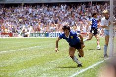Diego despues de concretar el gol mas Maravilloso que se recuerde... Frente a Inglaterra. Mexico 86.. BARRILETE COSMICO..