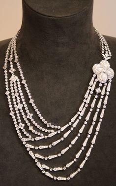 Louis Vuitton Blossom high jewellery necklace in white gold with diamonds.