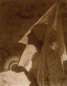 Tortola, Valence, 1918. Baron Adolphe de Meyer.