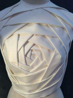 Fashion Souls, Fashion Bags, Fashion Dresses, Fabric Manipulation Techniques, Structured Fashion, Origami Dress, Origami Fashion, Pattern Cutting, Mode Hijab