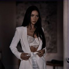 Aesthetic Women, Classy Aesthetic, Aesthetic Clothes, White Fashion, Girl Fashion, Character Design Teen, Mafia Outfit, Queen Outfit, Most Beautiful Faces