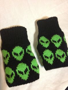 Alien fingerless gloves in acrylic or upcycled cotton