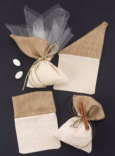 ARTοποιείν: μπομπονιέρα γάμου Lavender Bags, Lavender Sachets, Wedding Favor Bags, Wedding Gifts, Burlap Crafts, Diy And Crafts, Burlap Bags, Hessian, Chocolate Wrapping