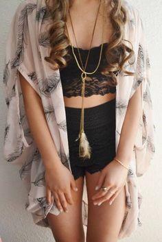 Coucou les filles ! Voici 17 looks et tenues pour filles absolument adorables. Vous allez peut être trouvé une nouvelle pièce indispensable à ajouter à votre dressing avec ces 17 nouvelles idées :). …