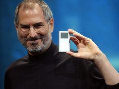 #3businessnews: Apple: 15 anni fa lanciava #iPod il lettore mp3 che cambiò completamente il modo di fruire la musica, segnando il passaggio dall'analogico al digitale.  http://www.ansa.it/sito/notizie/tecnologia/hitech/2016/10/20/apple-15-anni-fa-lanciava-lipod_22979250-fe7e-48ca-b766-78bc83553a70.html