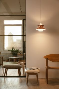 This lamp not only brightens up your living room but also shapes light and creates an atmosphere that makes you feel good! To create a soft and inviting living space, get this Louis Poulsen lamp at our website! Unique Lighting, Lighting Design, Bauhaus, White Canopy, Light Architecture, Lamp Design, Modern, Living Spaces, Room Decor