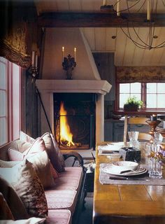 Fireplace in the kitchen. <3 (http://unmomentoparami5.tumblr.com/post/35742778518)