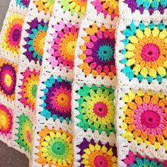 Color 'n Cream Crochet and Dream: Mastering The Basics: Classic Granny Square Tu. Color 'n Cream Crochet and Dream: Mastering The Basics: Classic Granny Square Tu… Color 'n C Crochet Flower Squares, Crochet Circles, Crochet Flower Patterns, Crochet Blanket Patterns, Crochet Flowers, Granny Square Pattern Free, Granny Square Crochet Pattern, Crochet Granny, Crochet Motif