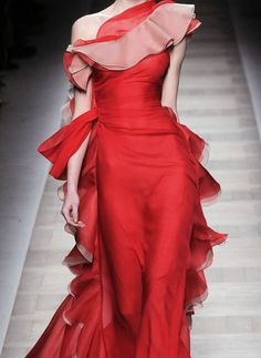 sumptuous red Valentino 2010. ... Full length pic @ http://www.elle.com/Runway/Ready-to-Wear/Fall-2010-RTW/VALENTINO/VALENTINO#mode=fullscreen;slide=37;