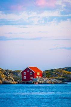 Skärhamn, Sweden Winter Cabin, House On A Hill, Pretty Wallpapers, Beautiful Places To Visit, Little Houses, Estate Homes, Deco, Vacation Spots, Color Inspiration
