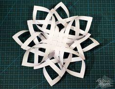 diy-3d-paperiset-lumihiutaleet Christmas Star, Christmas Crafts, Christmas Decorations, Christmas Ornaments, Quilling, Origami, Symbols, Letters, Stars