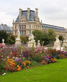 Les Tuileries Gardens et Le Louvre ~ Paris