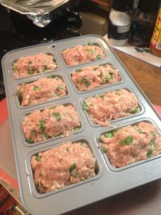 Mini turkey Meatloaf // totally adorable and easy to freeze for quick and healthy meals Mini Turkey Meatloaf, Mini Meatloaf Recipes, Turkey Loaf, Italian Meatloaf, Healthy Mini Meatloaf, Turkey Burgers, Turkey Recipes, Beef Recipes, Vegetarian