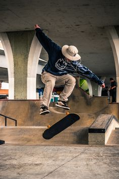 Top Quality Electric Skateboard With High Performance Skateboard Photos, Skate Photos, Skateboard Girl, Labo Photo, Human Poses Reference, Skater Boys, Skate Style, Streetwear Fashion, Street Fashion