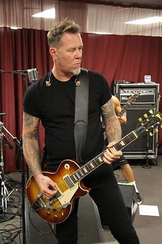Hetfield with Les Paul!