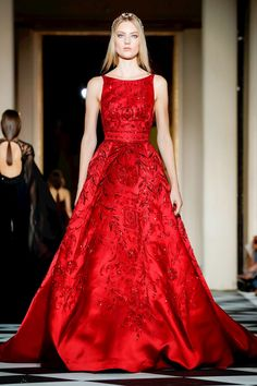 Live Fashion, Fashion Show, Women's Fashion, Couture Fashion, Runway Fashion, Online Fashion Magazines, Red Carpet Gowns, Fashion Pictures, Ball Gowns