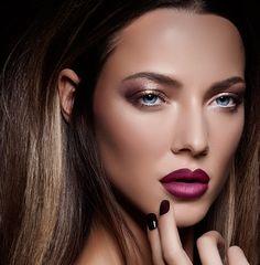 'Madame X' verleent ons zo'n perfectie, een verfijnde make-up look van pure eeuwige schoonheid. Zorgvuldig gecreëerd door een ware master van beauty art, een makeup artist.