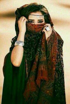 ❤ Arab Swag, Modern Hijab, Hidden Beauty, Modest Wear, Fashion Advertising, Outdoor Wear, Belly Dancers, Autumn Fashion, Kimono Top