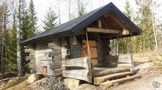 savusauna Sauna Ideas, Sweat Lodge, Small Log Cabin, Off Grid Cabin, Painted Doors, Log Cabins, Firewood, Relax, Construction