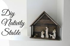 Domesticability: DIY Nativity Stable for Willow Tree Nativiy Nativity Stable, Nativity Creche, Willow Tree Nativity Set, Simple Nativity, Nativity Sets, Nativity Crafts, All Things Christmas, Christmas Home, Christmas Ideas