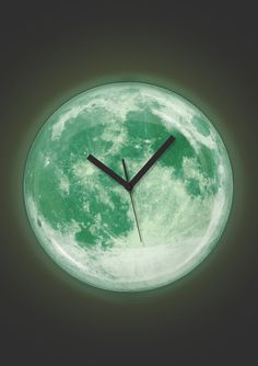 Kikkerland Glow in the Dark Moon clock
